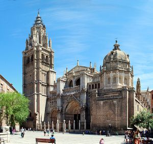 440px-Toledo_Cathedral,_from_Plaza_del_Ayuntamiento