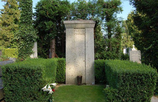 800px-Grinzinger_Friedhof_-_Gustav_Mahler