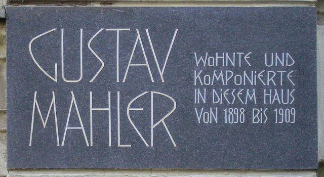 800px-Mahler-Auenbruggergasse-2