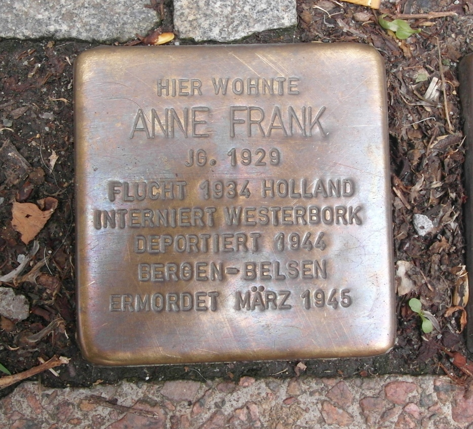 Stolperstein für Anne Frank am Pastorplatz in Aachen. Foto: Turelio (via Wikimedia-Commons)