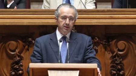 Jose-Ribeiro-e-Castro-at-the-Portuguese-parliament-e1373619144519-965x543